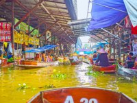 Explore Ton Khem floating market with lots of stalls, cafes, chaotic boat traffic, exotic foods and nice handicrafts in Damnoen Saduak. Фото efesenko-Deposit