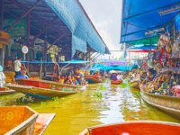 The busy canal of Ton Khem floating market with floating sampans and numerous stalls, offering different goods and foods in Damnoen Saduak. Фото efesenko-Deposit