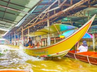 Тайланд. Дамноен Садуак - рынок на воде. The fast tourist boat floats through the khlonf of Ton Khem floating market in Damnoen Saduak. Фото efesenko-Deposit