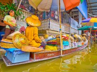 Тайланд. Дамноен Садуак - рынок на воде. The sampan of the hat is moored at the bank of Ton Khem floating market in Damnoen Saduak. Фото efesenko-Deposit