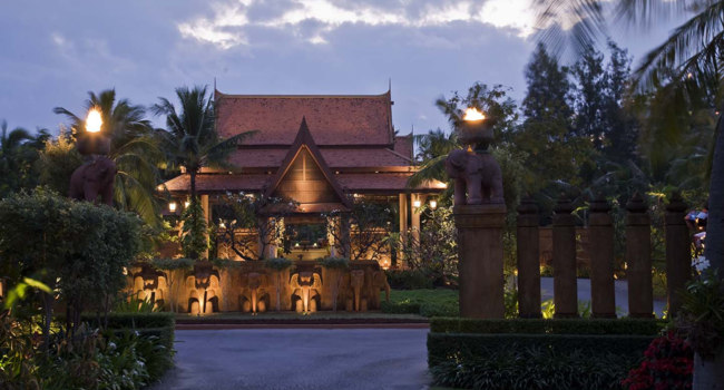 Клуб путешествий Павла Аксенова. Таиланд. Хуа-Хин. Anantara Hua Hin Resort. Main entrance by night