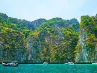 The pleasure boat trip around Phi Phi Archipelago is the best way to explore the most beautiful locations of the islands, such as Pileh Bay. Фото efesenko - Deposit