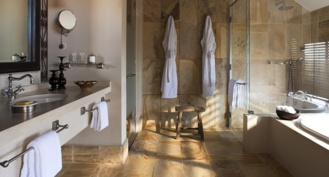Клуб путешествий Павла Аксенова. Танзания. Four Seasons Safari Lodge Serengeti. Savannah Bath Room