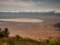 Танзания. Clouds on the rim of the ngorongoro crater as viewed from the other side of the rim, with the lake clearly visible. Фото JFJacobsz - Depositpho