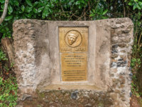 Plaque for Yohane Lauwo who first assisted the first climbers to conquer the summit of Mount Kilimanjaro. Фото dvrcan - Depositphotos