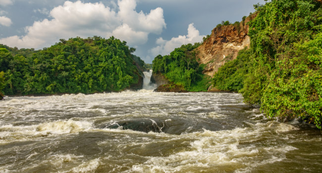 Клуб путешествий Павла Аксенова. Уганда. Река Нил. Wide view of Murchison Falls in Nilo River, Uganda, bottom view. Фото Saaaaa - Depositphotos