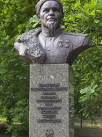 Украина. Киев. Парк Вечной Славы. Monument to the leader of the guerrilla movement, General Sidor Kovpak, in the Park of Eternal Glory. Фото DmyTo-Deposit