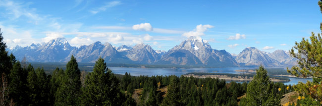 The Teton Range is a mountain range of the Rocky Mountains, just south of Yellowstone National Park. Фото jmubalde - Depositphotos