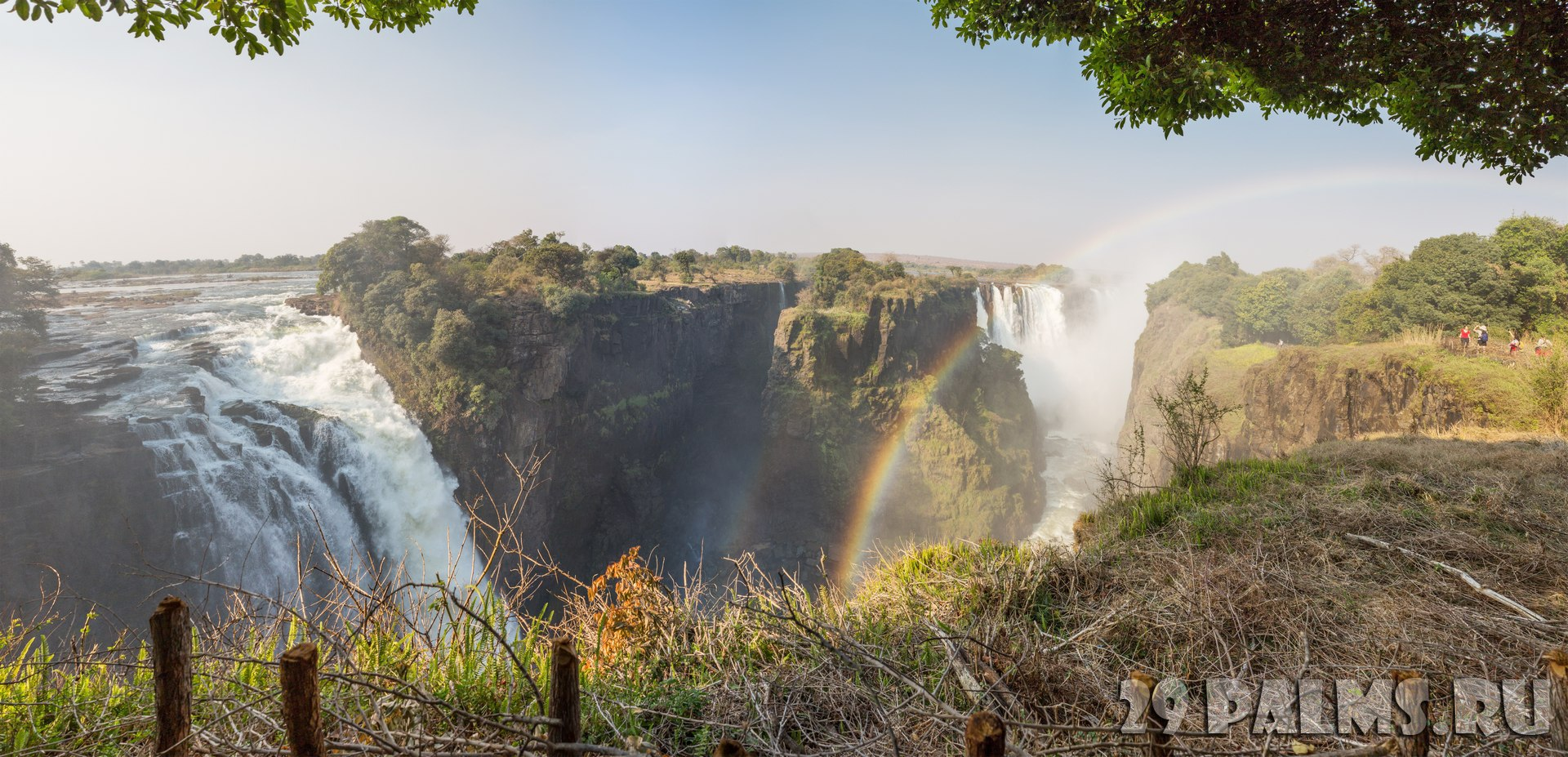 Клуб путешествий Павла Аксенова. Водопад Виктория (Замбия, Зимбабве). Victoria Falls and rainbow, Zimbabwe side. Фото Saaaaa - Depositphotos