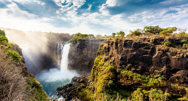 Водопад Виктория (Замбия, Зимбабве). The Victoria falls. National Parks and World Heritage Site - Zambia, Zimbabwe. Фото artush - Depositphotos