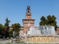 Италия. Милан. The Fountain and Sforzesco Castle in Milan, Lombardy, Italy. Фото anshar Depositphotos