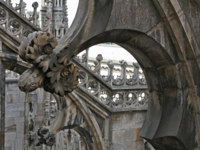 Италия. Милан. A part of view of the duomo, the gothic cathedral of Milan, Italy. Фото mariia sniegirova Depositphotos
