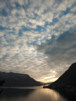 Италия. Озеро Комо. Sunset on the lake of Como with clouds. Фото fotozambra Depositphotos
