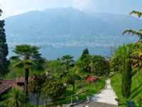 Италия. Озеро Маджоре. View over Lago Maggiore with beautiful park. Фото  Евгений Муртола Depositphotos