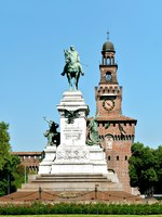 Италия. Милан. Statue of Garibaldi in front of the Castelo Sforzesco Castle in Milan, Italy. Фото Yury Gubin - Depositphotos
