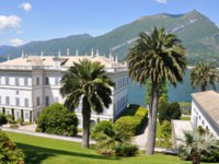 Италия. Озеро Комо. Вилла Мельци. Villa Melzi in Bellagio town at the famous Italian lake Como. Фото happyalex - Depositphotos