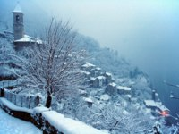 Италия. Озеро Комо. Country of the lake of Como of drawers under the snow in winter. Фото Tosca Zambra - Depositphotos