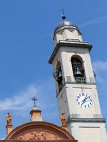 Италия. Озеро Комо. Historic church at Lake Como in Italy. Фото Harald Biebel - Depositphotos