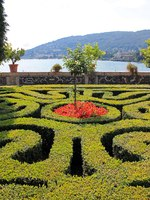Италия. Озеро Маджоре. Парк дворца Борромео. Landscape design on the island of Isola Bella on lake Maggiore in Italy. Фото Sofjushka-Depositphotos
