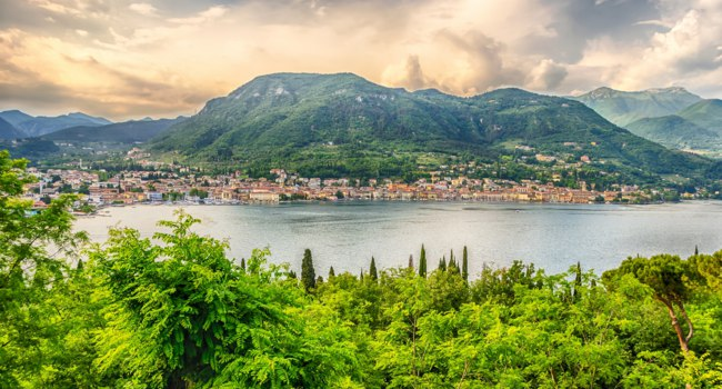 Италия. Озеро Гарда. Panoramic View over the Town of Salo, on the Lake Garda, Brescia, Italy. Фото marcorubino - Depositphotos