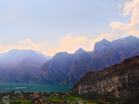 Италия. Озеро Гарда.Landscape With The Lake Lago Di Garda, Italy. Фото George Kuna Depositphotos