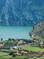 Италия. Озеро Гарда. View from Nago village on lake Garda, Italy. Фото Svetlana Vitkovskaya Depositphotos