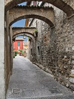 Италия. Озеро Гарда. Сирмионе. Street in the city Sirmione, Italy. Фото Sergey Lisov - Depositphotos