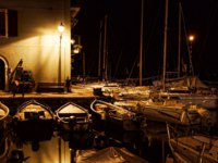 Италия. Озеро Гарда. Yachts in the night. Фото maigi.com - Depositphotos