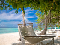 Мальдивы. Maldives. Beach Hammock. Фото Michael Rosenwirth - Depositphotos