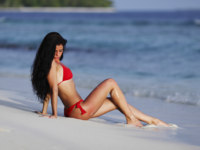 Мальдивы. Maldives. Beautiful woman on beach. Фото Иван Михайлов - Depositphotos