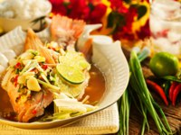 Thai food - Red snapper with garlic, chili, lemon grass and lemon. Фото p.studio66 - Depositphotos