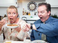 Stressed Couple Eating, Looking at Time. Фото Andy Dean - Depositphotos