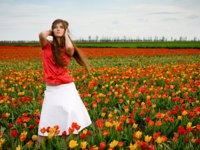 Назад к природе... Beautiful woman in tulips field. Фото Alena Ozerova - Depositphotos