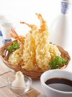 Клуб путешествий Павла Аксенова. Мальдивы. Delicious tempura (deep fried prawn), shallow depth of field. Фото ifong - Depositphotos