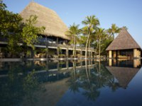 Мальдивы. Anantara Kihavah Villas. Swimming Pool