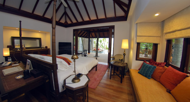 Мальдивы. Anantara Kihavah Villas. Beach Pool Villa. Bedroom