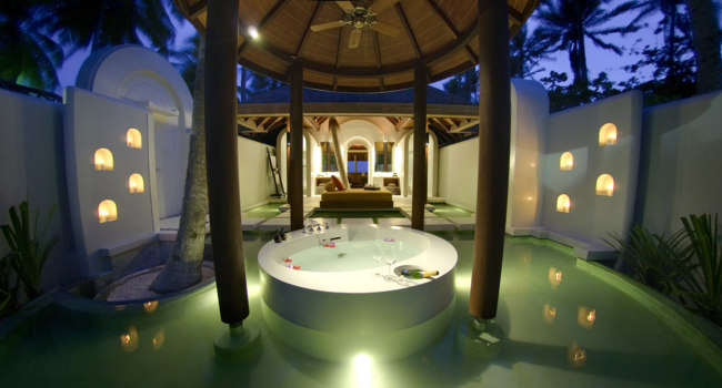 Мальдивы. Anantara Kihavah Villas. Beach Pool Villa. Bath Room