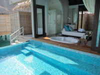 Мальдивы. Anantara Kihavah Villas. Over Water Pool Villa. Фото Павла Аксенова