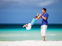 Мальдивы. Anantara Kihavah Villas. Father and son. Фото shalamov - Depositphotos