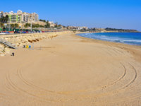 Испания. Каталония.  Miracle Beach in Tarragona, Spain. Фото nito103 - Depositphotos
