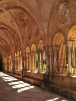 Испания. Каталония.  Cloister in Medieval Cathedral. Фото Ferenc Ungor - Depositphotos