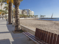 Mediterranean beach and maritime promenade in catalan town of Salou, Costa Daruada, province Tarragona,Catalonia. Фото joanbautista - Depositphotos