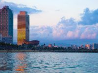 Испания. Барселона. Barcelona skyline from sea. Фото  Michal Bednarek Depositphotos
