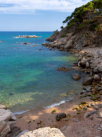 Испания. Каталония. Коста Брава. Beautiful bay on the spanish coast (costa Brava). Фото digoarpi Depositphotos