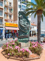 Испаиня. Коста Брава. Льоретт-де-Мар. Statue in Lloret de Mar Spain. Фото Nataliia Anisimova - Depositphotos
