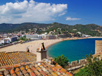 Испания. Коста Брава. Тосса-де-Мар. Cityscape view of Tossa de Mar, Costa Brava, Spain. Фото Роман Бородаев Depositphotos