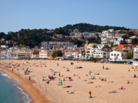 Испания. Коста Брава. Тосса-де-Мар. Sand beach in Tossa de Mar. Фото Iakov Filimonov Depositphotos