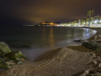 Испания. Коста Брава. Льоретт-де-Мар. Lloret de Mar beach night views. Фото Carlos Soler Martinez - Depositphotos