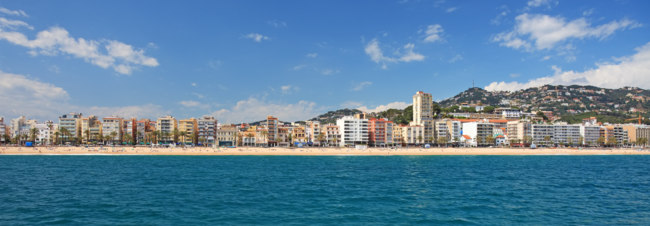 Испания. Коста Брава. Льоретт-де-Мар. Panoramic view of Lloret de Mar city, Costa Brava, Spain. Фото borodaev - Depositphotos