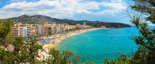 Испания. Коста Брава. Льоретт-де-Мар. Beaches in Lloret de Mar. Фото bloodua - Depositphotos